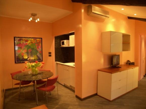 Aparthotel aziende torino centro for Appartamenti arredati torino