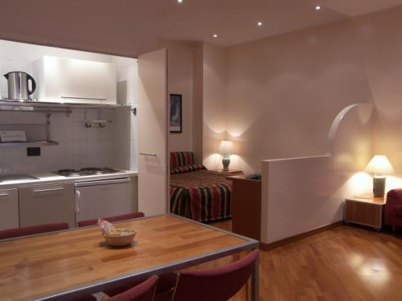 Monolocale per soggiorno famiglia torino centro for Appartamenti arredati torino
